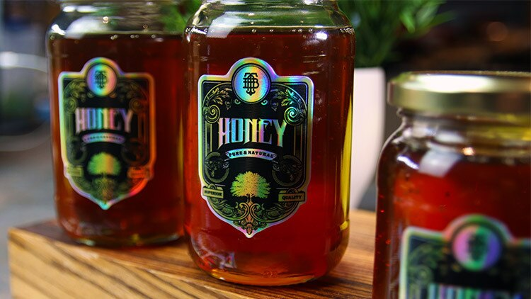 Holographic labels on sheets in full colour on honey jars